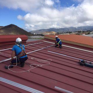 Montaje de Instalación solar fotovoltaica autoconsumo, en nave de empaquetado de plátanos en la Isla de la Palma.Proyecto y dirección de obra