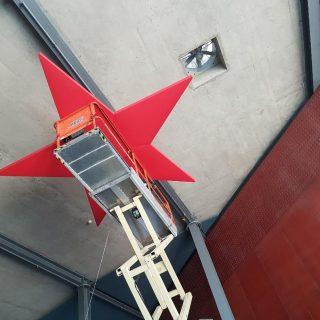Montaje de estructura suspendida de cubierta para evento de Moda Cálida en Palacio de Congresos de MelonerasRealización de proyecto, certificado y supervisión de montaje