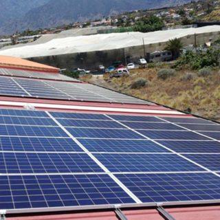 Nave empaquetado de plátanos en La PalmaInstalación solar fotovoltaica de autoconsumo.